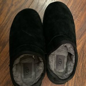Ugg classic slippers size 8